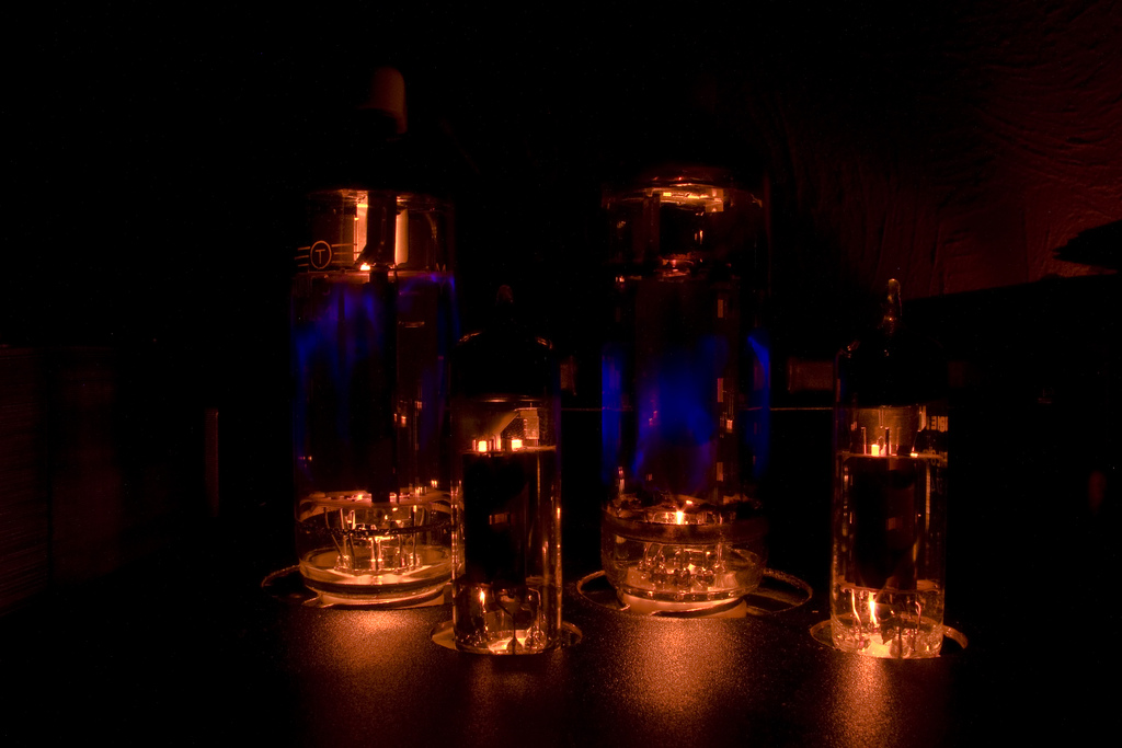 blue glow in amp tubes